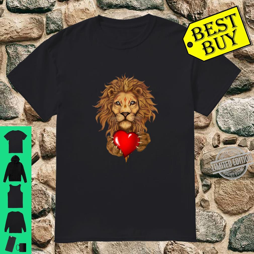 Valentines Day lion holding love heart Shirt